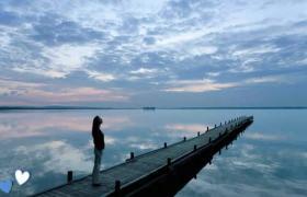 湖畔风景PPT模板